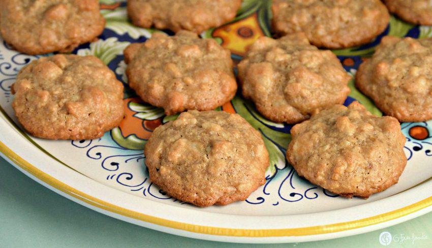 3-ingredient macadamia cookies