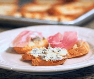 Gluten-Free Crostini with Blue Cheese & Prosciutto recipe